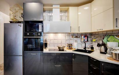 Кухня ХМ345 Верх - Акрил-5 Сливки/ Низ - Акрил-5 Грифель металлик