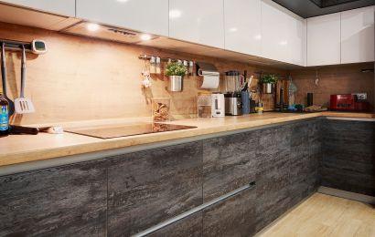 Кухня АМ126 Верх - 600 Пост-5 Арктический белый GLS F0949 GLS/ Низ - Синкрон Блабер горизонт + Антресоль