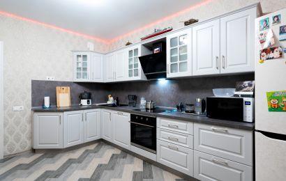 Кухня АМ272 МДФ ПВХ Ясень светло-серый вертик
